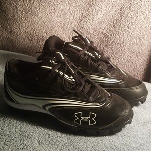 Under Armour women's softball cleats 5.5